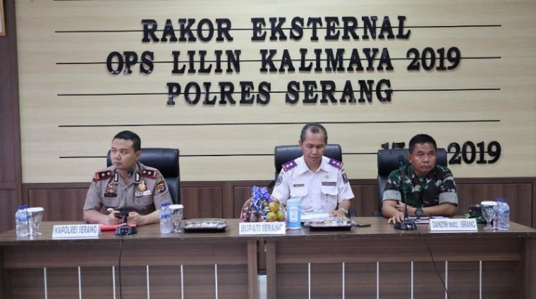 Suasana rapat kordinasi (Rakor) eksternal lintas sektoral Operasi Lilin Kalimaya 2019, di Aula Mapolres Serang, Selasa (17/12/2029). (Foto: TitikNOL)