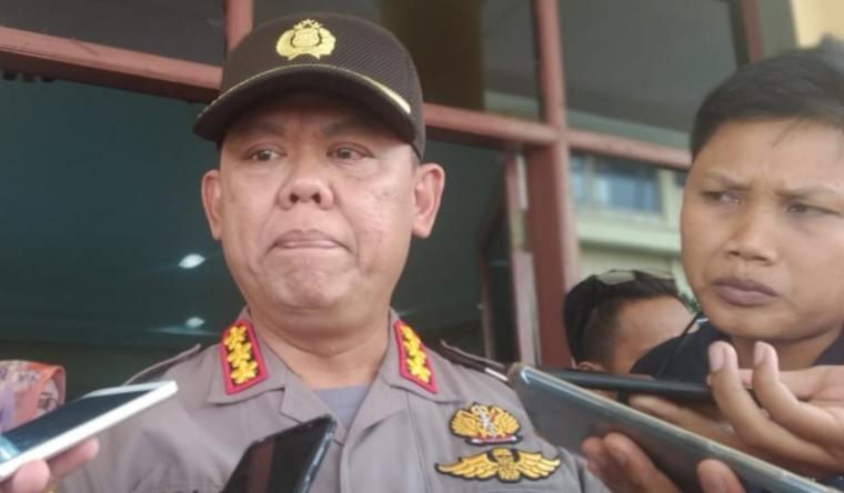 Direktorat Reserse Kriminal Khusus (Ditreskrimsus) Polda Banten Kombes Pol Rudi Hernanto saat di wawancarai media. (Foto: TitikNOL)