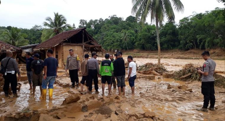 Banjir bandang yang menerjang Kabupaten Lebak. (Foto: TitikNOL)