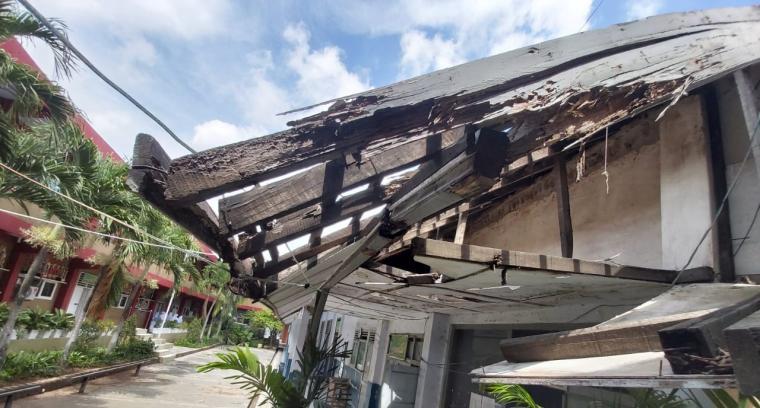 Bangunan SMP 13 Kota Serang yang sudah lapuk. (Foto: TitikNOL)