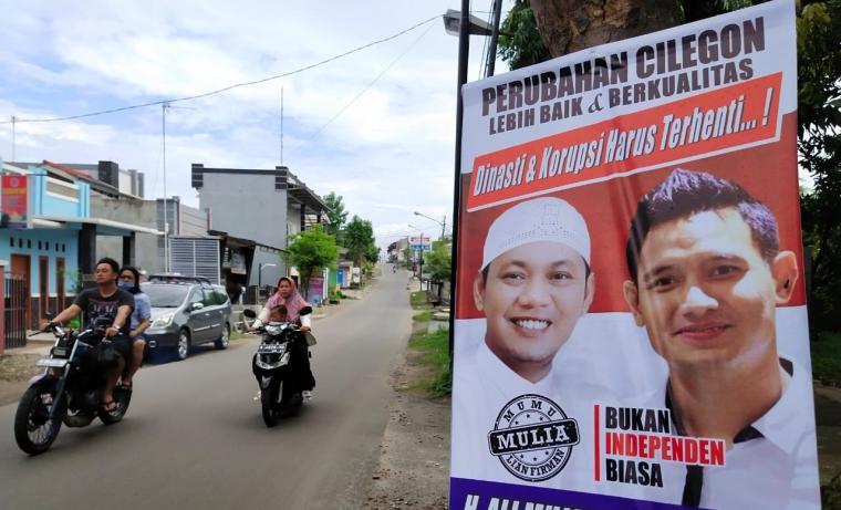 Baliho bakal calon Walikota dan Wakil Cilegon Ali Mujahidin dan Lian Firman. (Foto: TitikNOL)