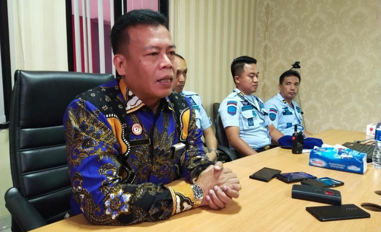 Kepala Lapas Cilegon , Masjuno saat memberikan keterangan kepada awak media. (Foto: TitikNOL)