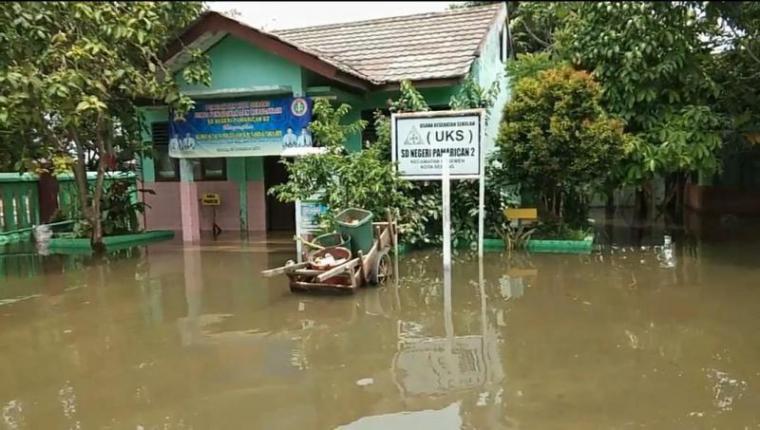 Sekolah Dasar (SD) di wilayah Kasemen, Kota Serang yang kerap menjadi langganan banjir setiap musim hujan. (Foto: TitikNOL)