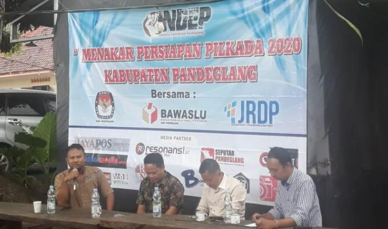 Dialog Pilkada, yang digelar oleh Institut Demokrasi Pandelang (INDEP) di Kopi Bakar, Jumat (28/02/2020). (Foto: TitikNOL)