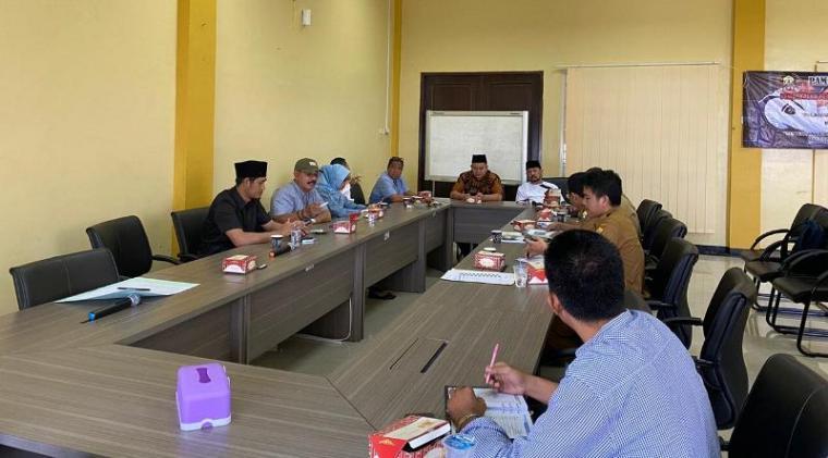 Rapat Kerja (Raker) yang digelar Panitia Aset di DPRD Kota Serang bersama Badan Pengelolaan Keuangan dan Aset Daerah (BPKAD). (Foto: TitikNOL)