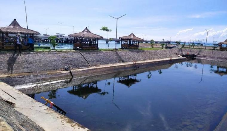 Area Jetty Ditpolairud Polda Banten yang tercemar limbah oli. (Foto: TitikNOL)