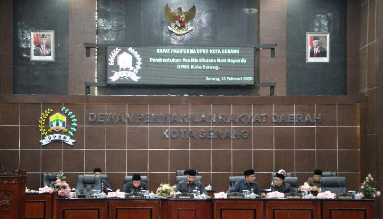 Suasana Rapat Paripurna Pembentukan Panitia Khusus Non Raperda DPRD Kota Serang, Kamis (13/2/2020). (Foto: TitikNOL)