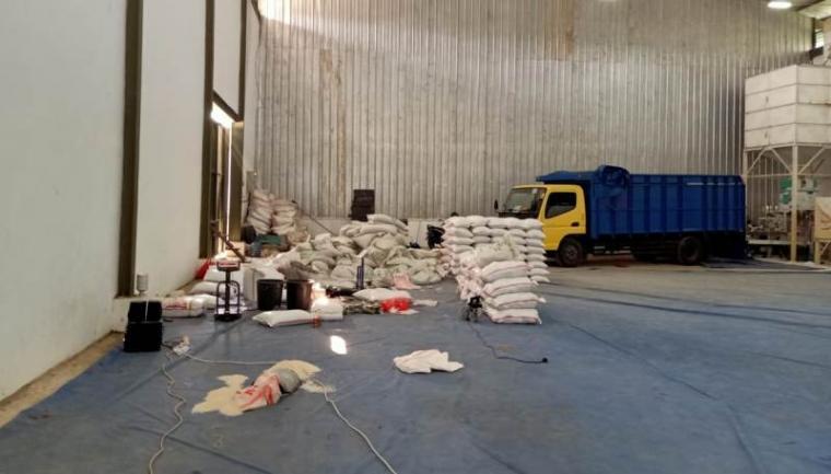 Salah satu gudang sembako Bantuan Pangan Non Tunai. (Foto: TitikNOL)