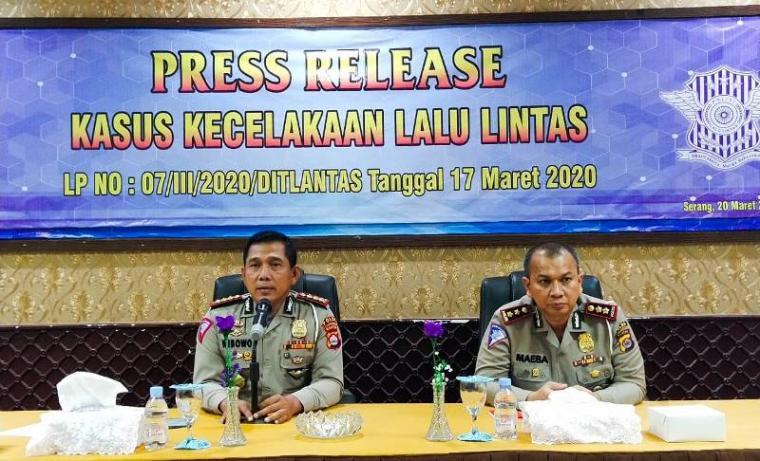 Direktur Lalulintas Polda Banten, Kombes Pol Wibowo saat memberikan keterangan pers di Mapolda Banten. (Foto: TitikNOL)