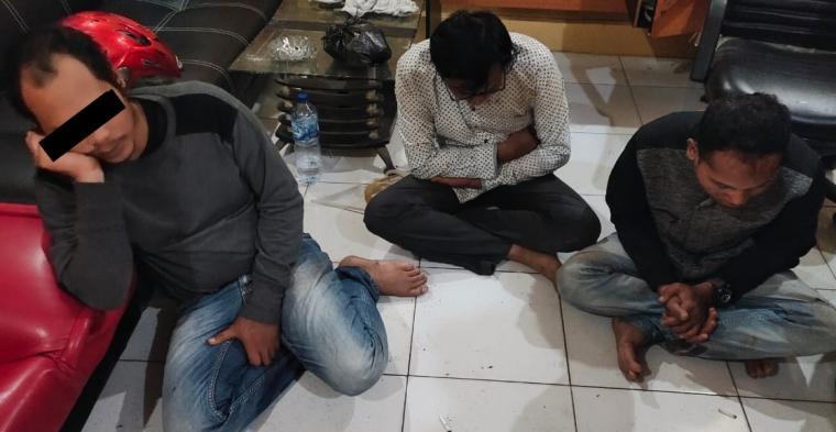 Komplotan pencuri spesialis gembos ban yang ditangkap Resmob dan Jatanras Polres Lebak. (Foto: TitikNOL)