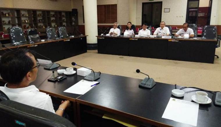 Hearing Komisi I DPRD Kota Cilegon dengan Dinas Kominfo Kota Cilegon. (Foto: TitikNOL)