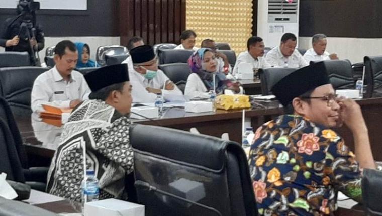 Suasana rapat koordinasi penanganan virus Corona, Rabu (18/03/2020). (Foto: TitikNOL)
