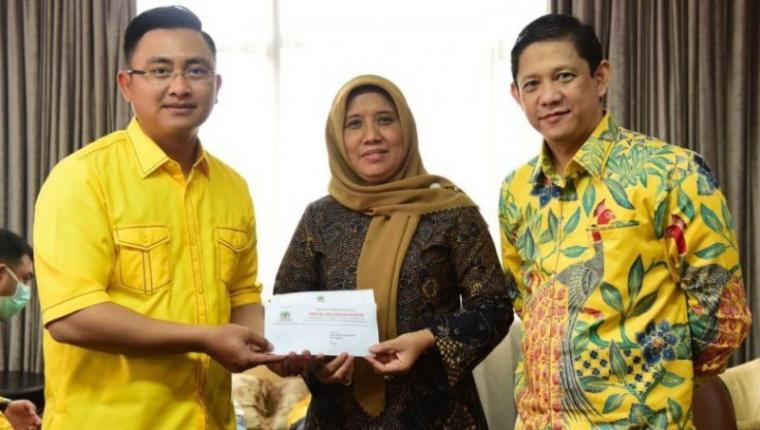 Wakil Sekretaris Jenderal (Wasekjen) DPP Partai Golkar Bidang Pemenangan Jawa-1, Andika Hazrumy saat memberikan saat memberikan rekomendasi kepada Ratu Ati Marliati di Kantor DPP Partai Golkar.(Istimewa).