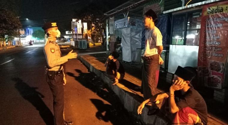 Patroli yang dilakukan Direktorat Reserse Kriminal Umum (Ditreskrimum) Polda Banten untuk memberikan imbauan kepada masyarakat. (Foto: TitikNOL)