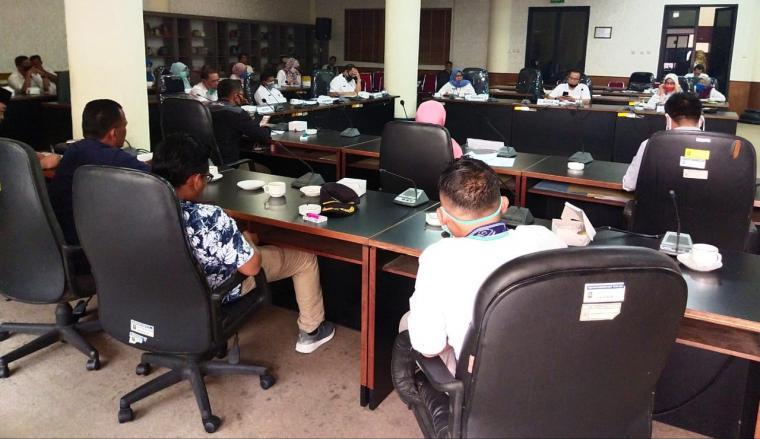 Rapat Dengar Pendapat Komisi II DPRD Kota Cilegon dengan Organisasi Perangkat Daerah (OPD) di Ruang Rapat DPRD Kota Cilegon. (Foto: TitikNOL)