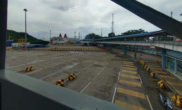Pelabuhan Merak tampak sepi akibat ada larangan bagi pemudik. (Foto: TitikNOL)