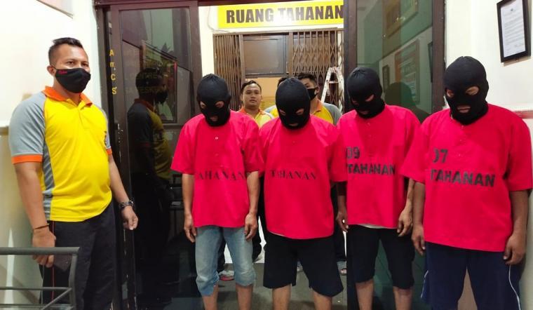 Empat pegawai Dinkes Kota Cilegon yang ditangkap karena mencuri masker. (Foto: TitikNOL)