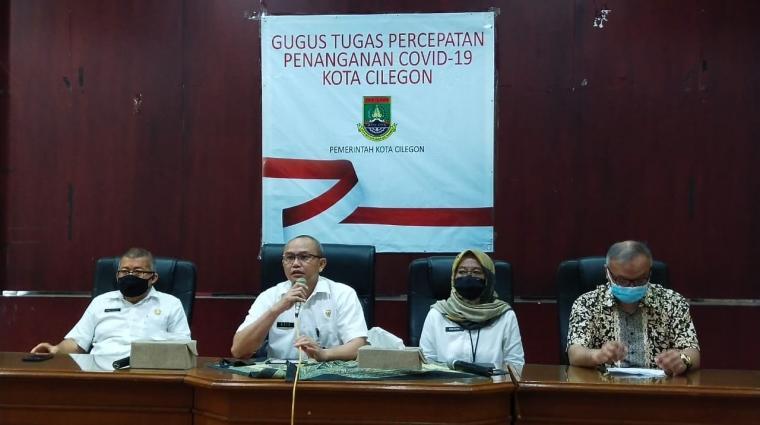 Juru Bicara Gugus Tugas Percepatan Penanganan Covid -19 Kota Cilegon Ahmad Aziz Setia Ade, saat menyampaikan keterangan terkait warga Cilegon positif Covid-19. (Foto: TitikNOL)