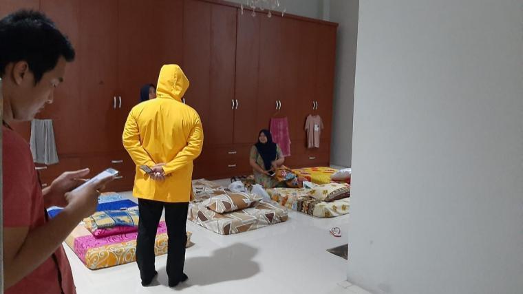 Fitron Nur Ikhsan Anggota Komisi V DPRD Banten, saat sidak ruang karantina tim medis RSUD Banten di Pendopo Lama. (Foto: Ist)