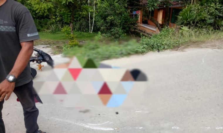 Korban kecelakaan lalulintas yang terjadi di ruas jalan raya Leuwidamar, tepatnya depan Ponpes Darussadah Kampung Cimarga, Desa Margajaya, Kecamatan Cimarga, Kabupaten Lebak. (Foto: TitikNOL)