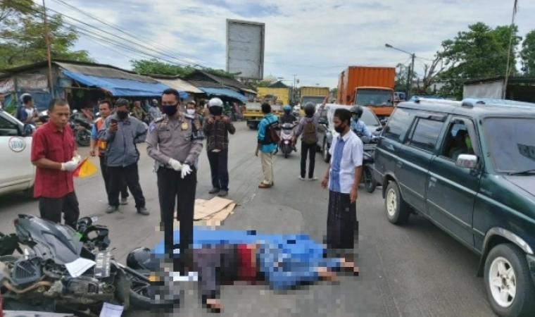 Petugas kepolisian berada di lokasi kejadian. (Foto: TitikNOL)