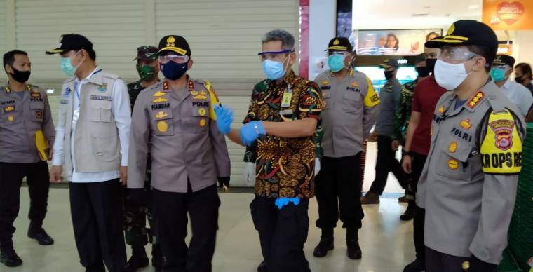 Kapolda Banten Irjen Pol Fiandar saat meninjau pusat perbelanjaan Giant Citra Raya, Jum'at (29/05/2020). (Foto: TirikNOL)