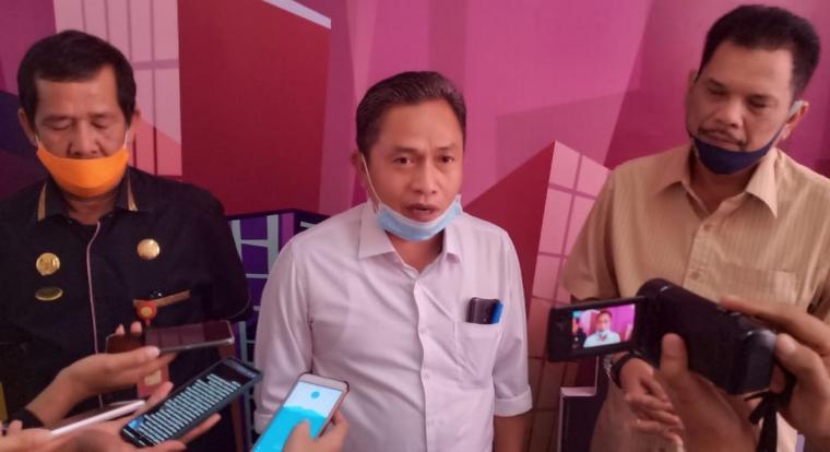 Wakil Wali Kota Serang Subadri Ushuludin saat diwawancari wartawan. (Foto: TitikNOL)