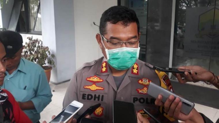 Kapolresta Serang AKBP Edhi Cahyono saat di wawancara sejumlah wartawan. (Foto: TitikNOL)