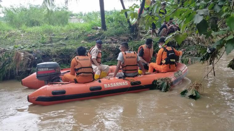 Proses pencairan korban banjir di Perumahaan Metro Cilegon .(Istimewa )