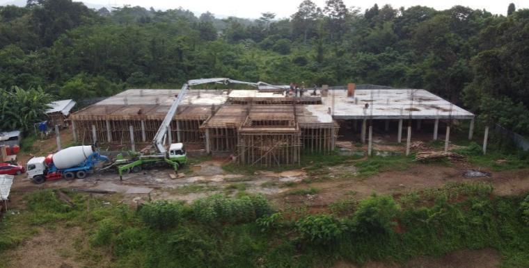 Pembangunan pesantren Yayasan Tahfidz Sulaimaniyah di Kelurahan Dalung, Kecamatan Cipocok Jaya, Kota Serang. (Foto: TitikNOL)