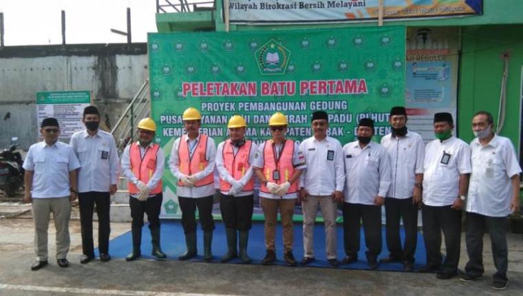 Peletakan batu pertama pembangunan gedung Pusat Layanan Haji dan Umrah Terpadu (PLHUT). (Foto: TitikNOL)