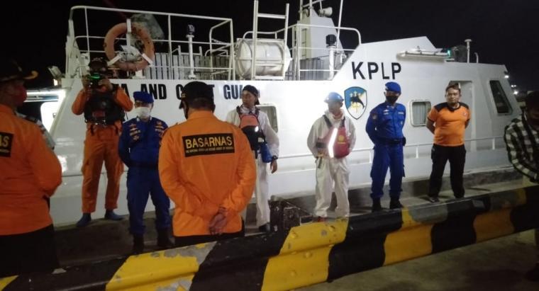Tim SAR gabungan sebelum berangkat menuju lokasi tenggelamnya KM Puspita Jaya di Perairan Selat Sunda .(Istimewa).