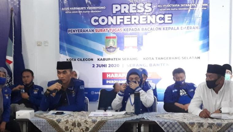 Suasana press ponference partai demokrat di Sekretariat DPD Demokrat Banten, Selasa (02/06/2020). (Foto: TitikNOL)