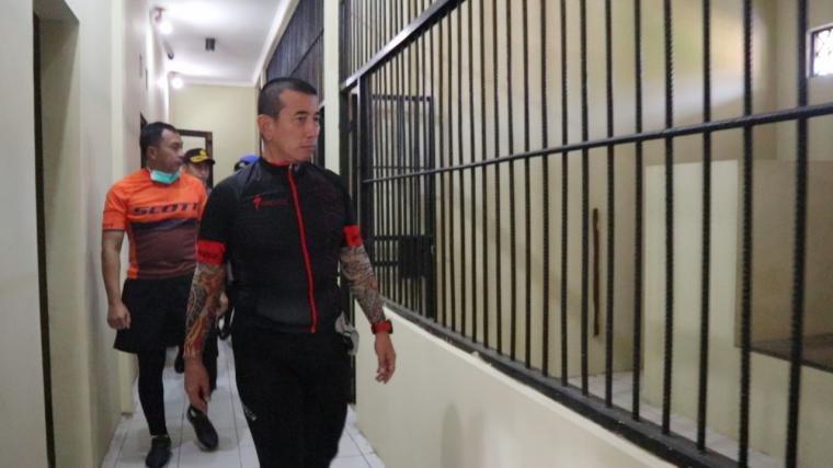 Kapolda Banten Irjen Pol Fiandar saat periksa ruang tahanan Mapolres Serang . (Foto: TitikNOL)