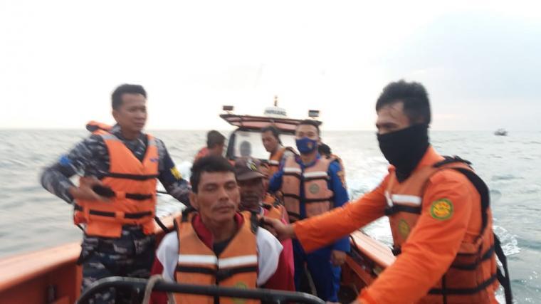Korban KM Puspita Jaya yang ditemukan Tim SAR gabungan. (Foto: TitikNOL)