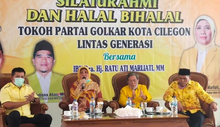 Bakal calon Walikota, Ratu Ati Marliati memberikan sambutan mengumpulkan tokoh Golkar dari lintas generasi di Hotel Grand Mangku Putera. (Foto: TitikNOL)