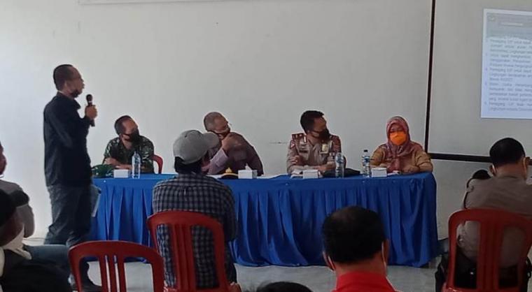 Ormas BPPKB Kecamatan Bayah saat audensi dengan muspika Kecamtan Bayah terkait aktivitas muatan tambang dari PT. Cemindo Gemilang yang overload. (Foto: TitikNOL)
