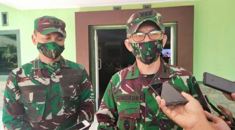 Danrem 064 Maulana Yusuf Banten, Kolonel Czi Gumuruh Winardjatmiko saat memberikan keterangan kepada awak media di Makodim 0623 Cilegon. (Foto: TitikNOL)