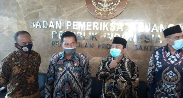 Walikota Serang Syafrudin, Wakil Walikota Serang Subadri dan Wakil Ketua DPRD Kota Serang Roni Alfanto usai menerima penghargaan WTP di BPK RI Perwakilan Provinsi Banten. (Foto: TitikNOL)