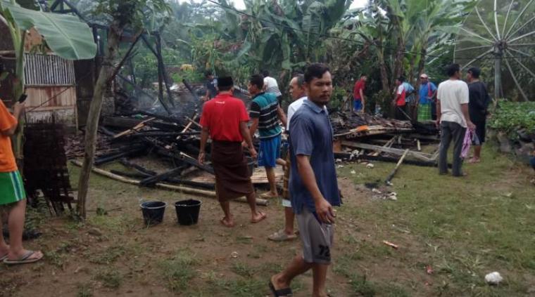 Rumah milik Saepi (36) warga Kampung Pagenggang, Desa Sumberwaras, Kecamatan Malingping yang terbakar. (Foto: TitikNOL)