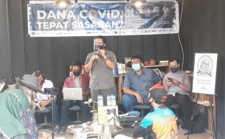 Sekretaris daerah Banten Al Muktabar, saat berbicara di acara diskusi yang digelar di Umakite, Kota Serang. (Foto: TitikNOL)