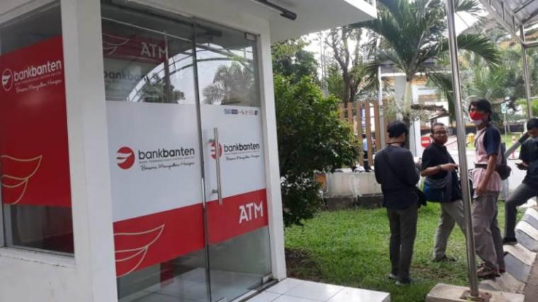 Anjungan Tunai Mandiri Bank Banten. (Foto: TitikNOL)