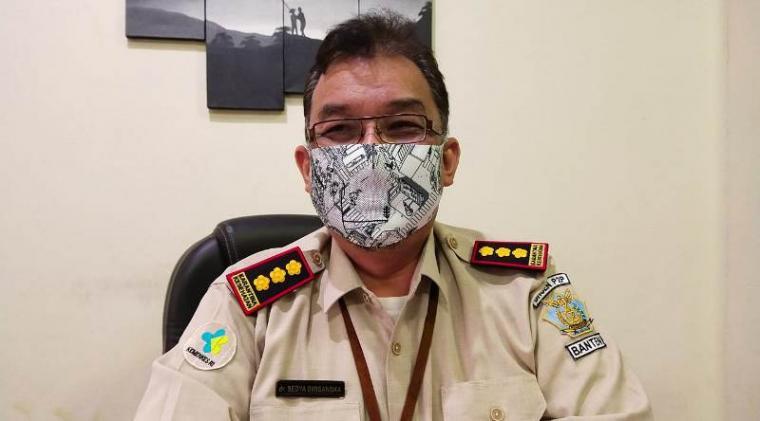 Kepala Kantor Kesehatan Pelabuhan (KKP) Banten, dr Sedya Dwisangka, saat memberikan keterangan kepada wartawan. (Foto: TitikNOL)
