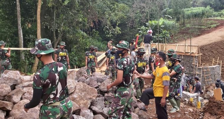 TMMD ke-108 di Kelurahan Cikerai, Kecamatan Cibeber, Kota Cilegon. (Foto: TitikNOL)