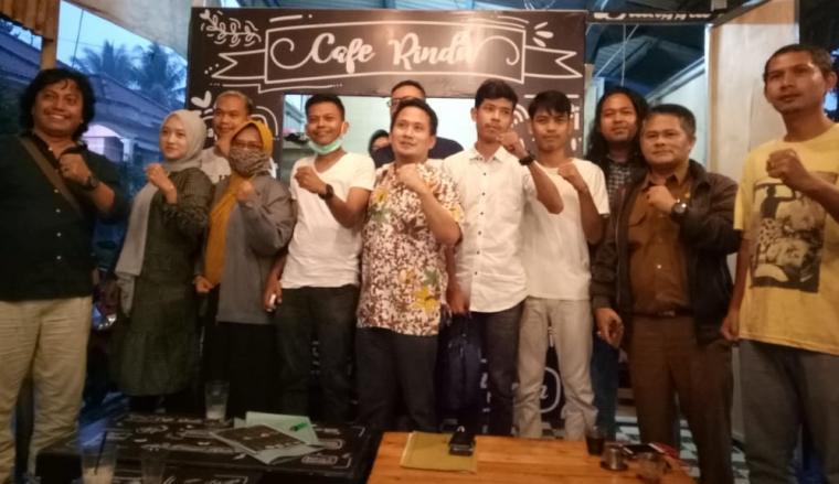 Pembentukan karateker KNPI Kabupaten Lebak di di Cafe Rindu Rancalentah, Rangkasbitung, Jumat (3/7/2020). (Foto: TitikNOL)