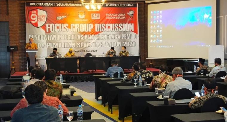 Acara Focus Group Discussion tentang Penguatan Integritas Penyelenggara Pemilu pada Pilkada Serentak 2020 di salah satu hotel di Kota Cilegon. (Foto: TitikNOL)
