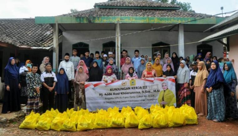 Kunjungan kerja Anggota DPR RI Fraksi Partai Golkar dari Daerah Pemilihan Banten I (Lebak - Pandeglang) Adde Rosi Khoerunnisa. (Foto: TitikNOL)