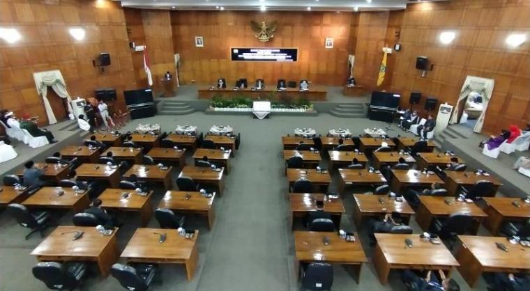 Suasana Rapat Paripurna Istimewa DPRD dalam rangka Mendengarkan Pidato Kenegaraan Presiden RI pada Peringatan HUT ke - 75 RI. (Foto: TitikNOL)
