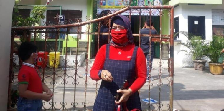 Hanah, salah satu orangtua siswa di SDN 2 Kota Serang. (Foto: TitikNOL)