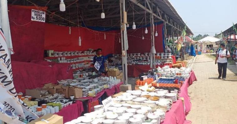 Suasana bazar IKM dan UKM di Kepandean, Kota Serang. (Foto: TitikNOL)